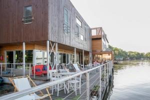 Arkabarka floating terraca